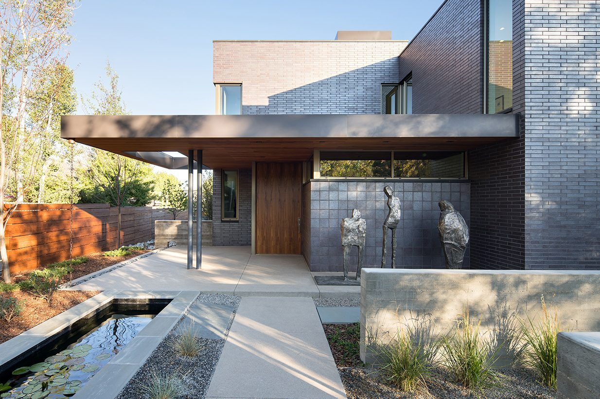 ... To Create A Subtle And Crafted Urban Home. The Choreography Of The Home  Begins At The Sidewalk And Moves Seamlessly Through Indoor And Outdoor  Rooms, ...